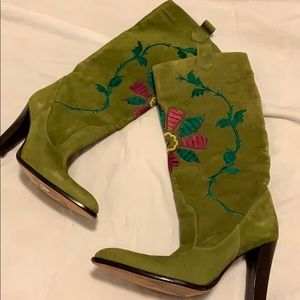 NEW Vince Camuto suede boots with embroidery